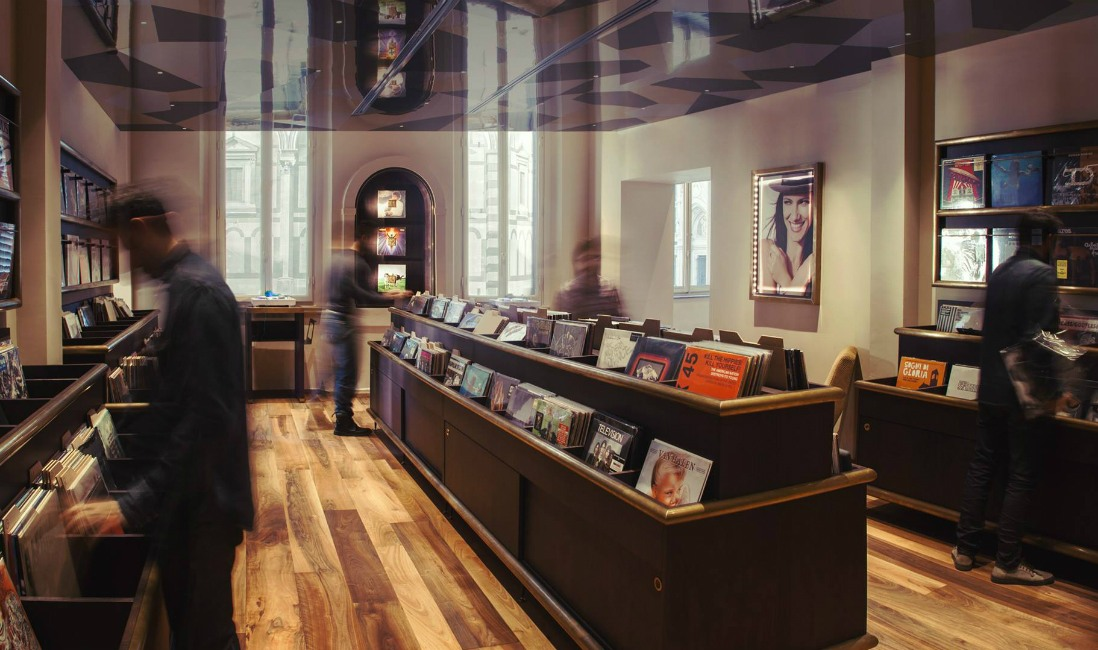 MOVE ON Italian pub & Record store – Florence, Italy